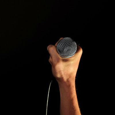 hand-mikrofon-gesang-musik