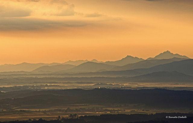 Blick vom Hohenpeißenberg (988 m) im Pfaffenwinkel (Oberbayern) nach Osten kurz nach Sonnenaufgang. Copyright CC BY-ND dorena-wm.